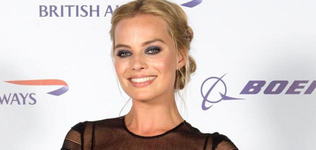 Margot Robbie zomba de críticos de Hollywood: 'Talvez eles encontrarão sexismo no Alexander tendo sua camisa tirada'