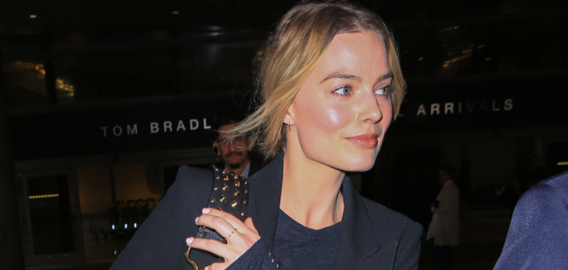 CANDIDS: Margot no aeroporto de Los Angeles