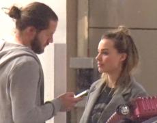 CANDIDS: Margot no aeroporto de Los Angeles