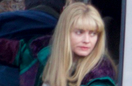 "CANDIDS: Margot Robbie no set de ""I, Tonya"" em Atlanta"